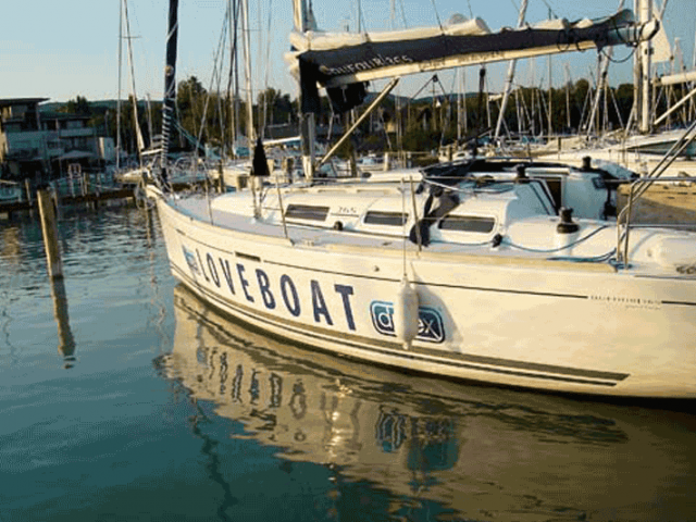 Járműreklám – Durex Szexegyetem hajódekoráció